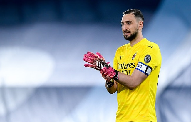 AC Milan FREEZE contract talks with Gianluigi Donnarumma after furious Ultras confront - Bóng Đá